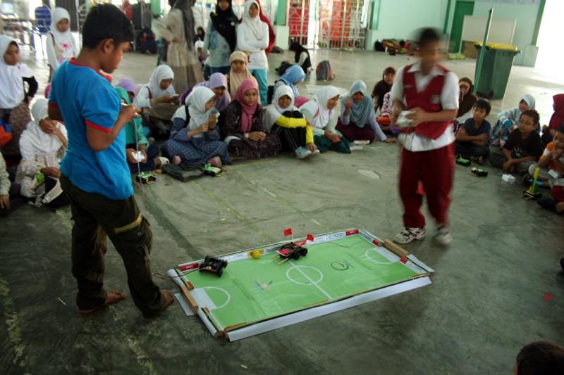 Pertandingan Robot Soccer