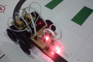 Gambar 2.1 Robot XLITE yang dikembangkan oleh Komunitas Kampung Robot untuk media pembelajaran robot line-tracer analog.